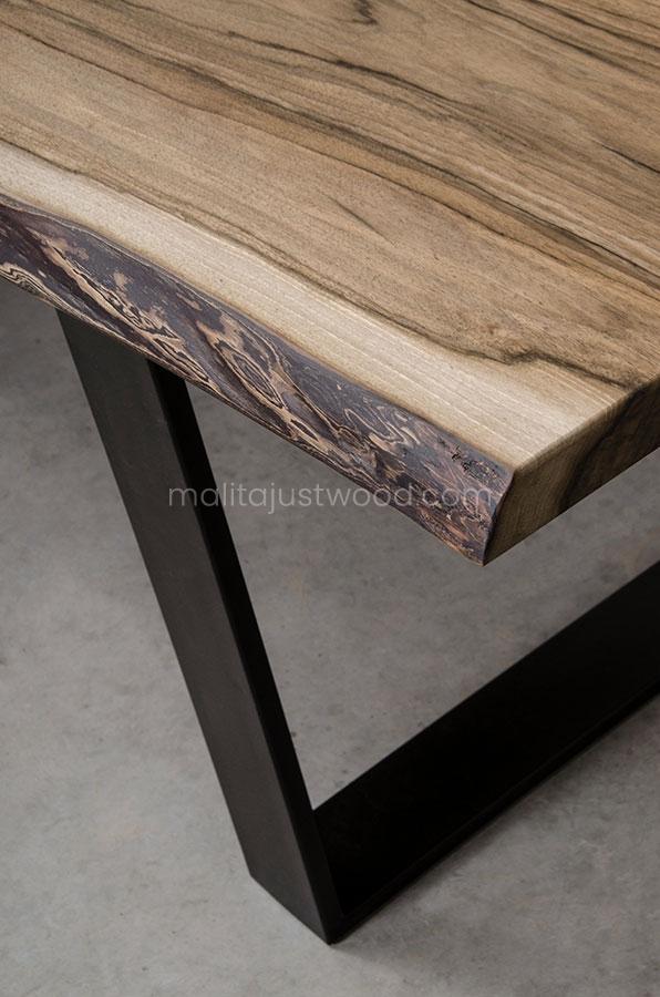 nowoczesny stół Honor z drewna orzecha europejskiego