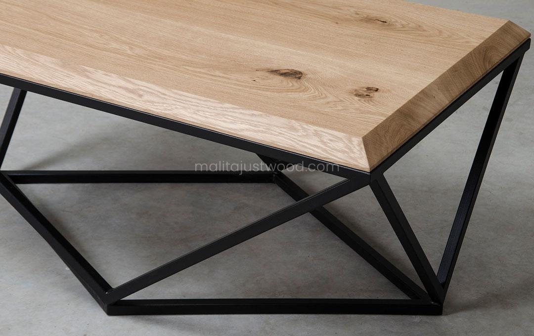 dębowy stolik Semper z ozdobnymi stalowymi nogami