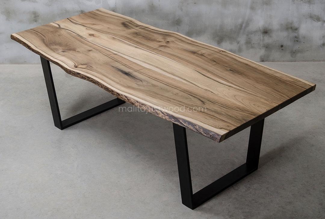 elegancki stół Honor z drewna orzecha - idealny na spotkanie biznesowe