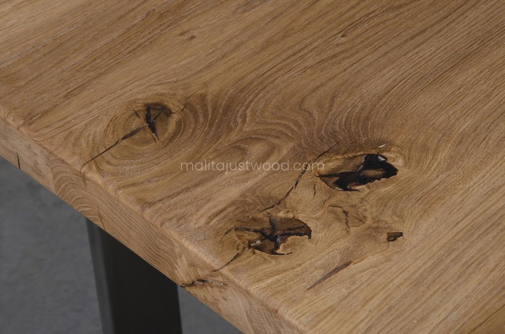 knotty-oak-wood