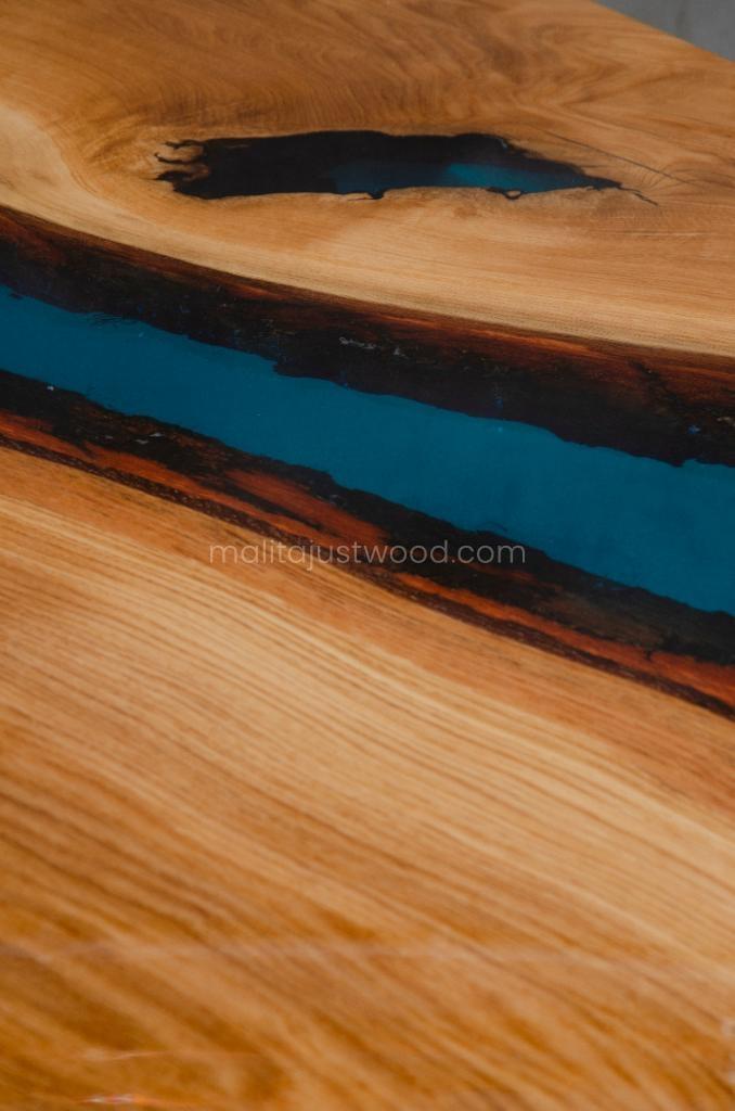 stół Tantum z niebieską żywicą epoksydową