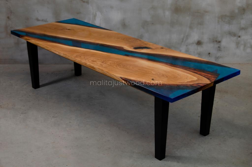 dębowy stół Flumine z niebieską żywicą