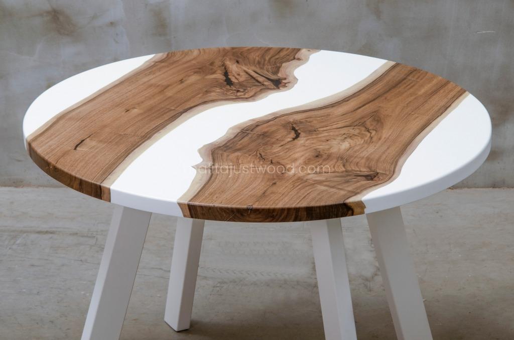 stół Alba do jadalni z pasami białej żywicy