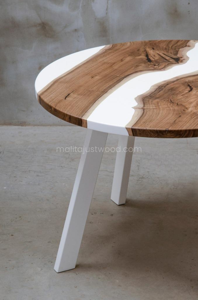 stół Alba z drewna i żywicy barwionej na biało