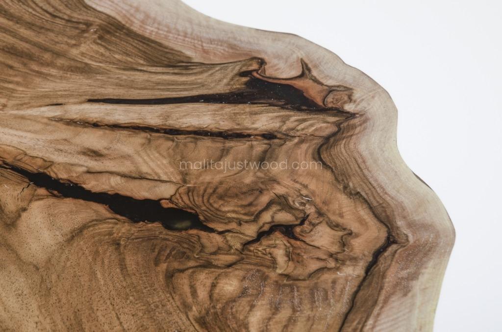 matowy stół Alba z drewna orzecha i białej żywicy