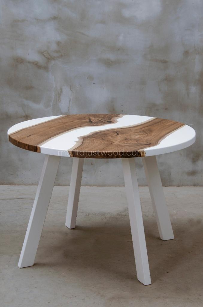 designerski stół Alba z matową białą żywicą epoksydową
