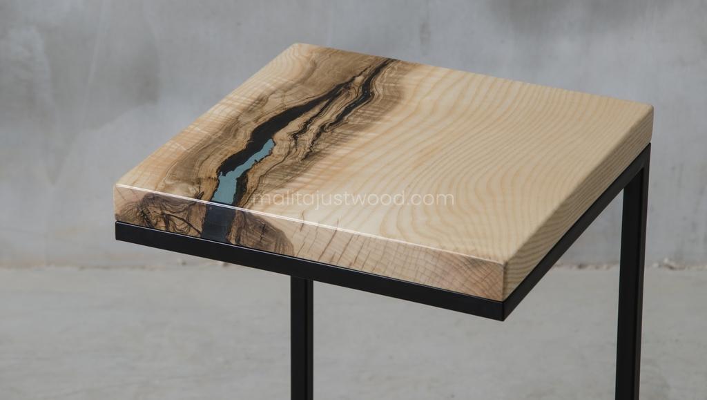 pomocnik Amo z drewna i żywicy w stylu loftowym