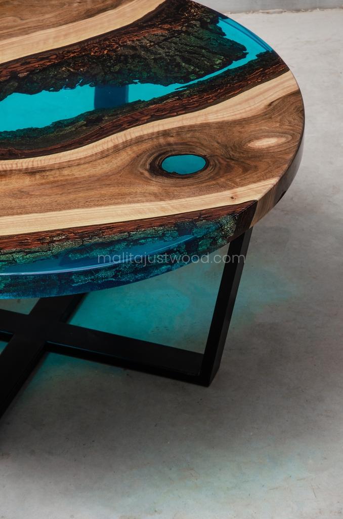 niebieska żywica na okrągłym stoliku kawowym Aqua