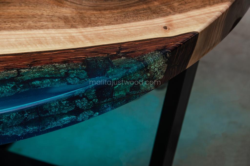 stolik kawowy Aqua z niebieską żywicą epoksydową