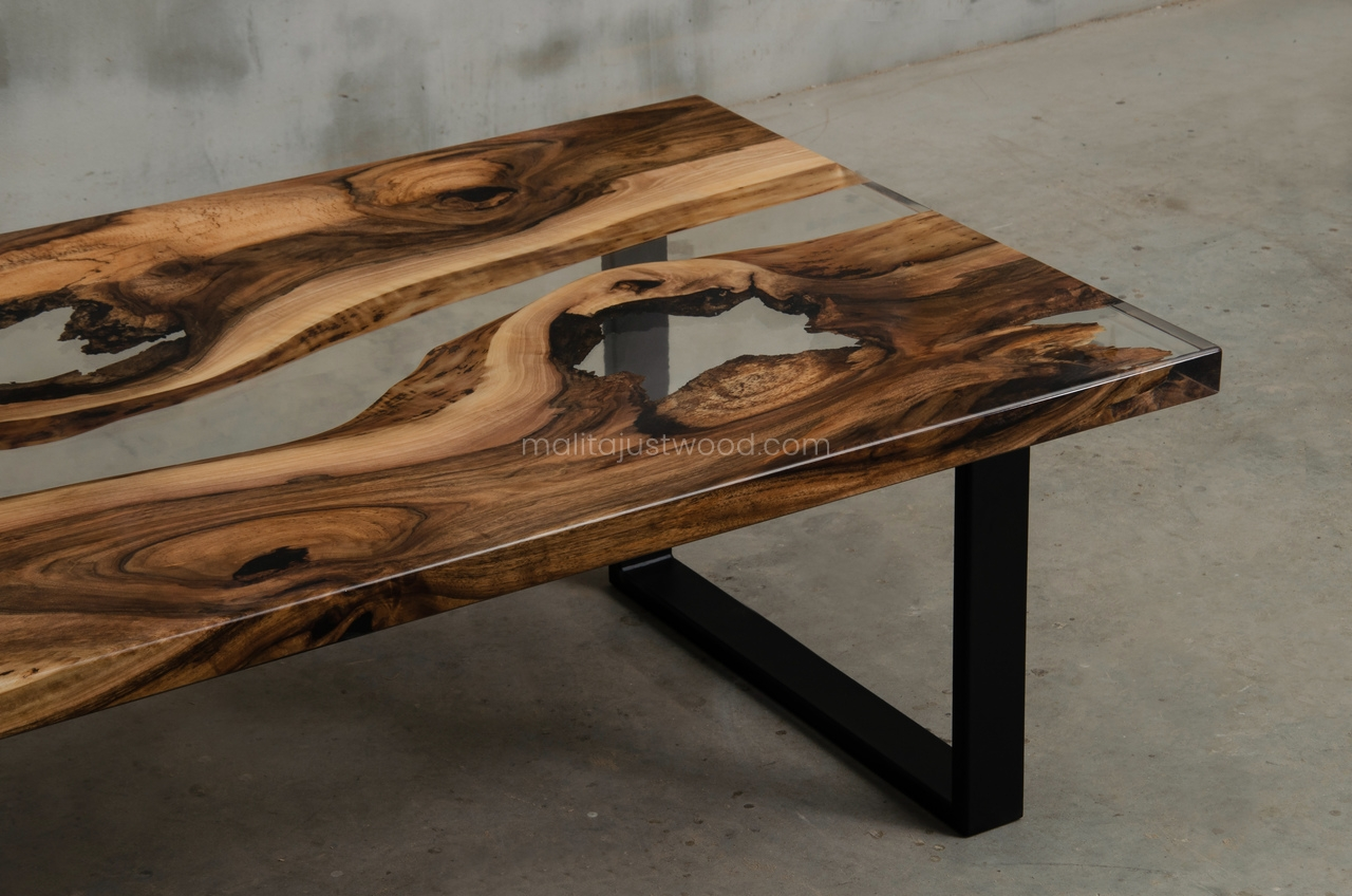 lakierowany stolik kawowy Ars z żywicą