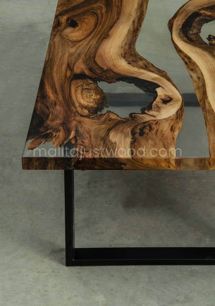 drewniany stolik Ars z żywicą epoksydową