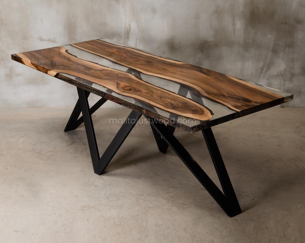 lakierowany stół Carmen z żywicą