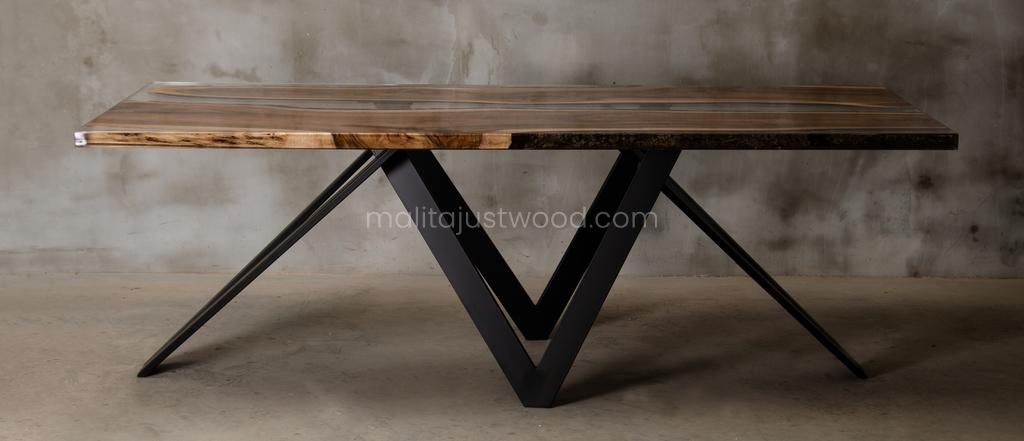stół Carmen z drewna i żywicy epoksydowej
