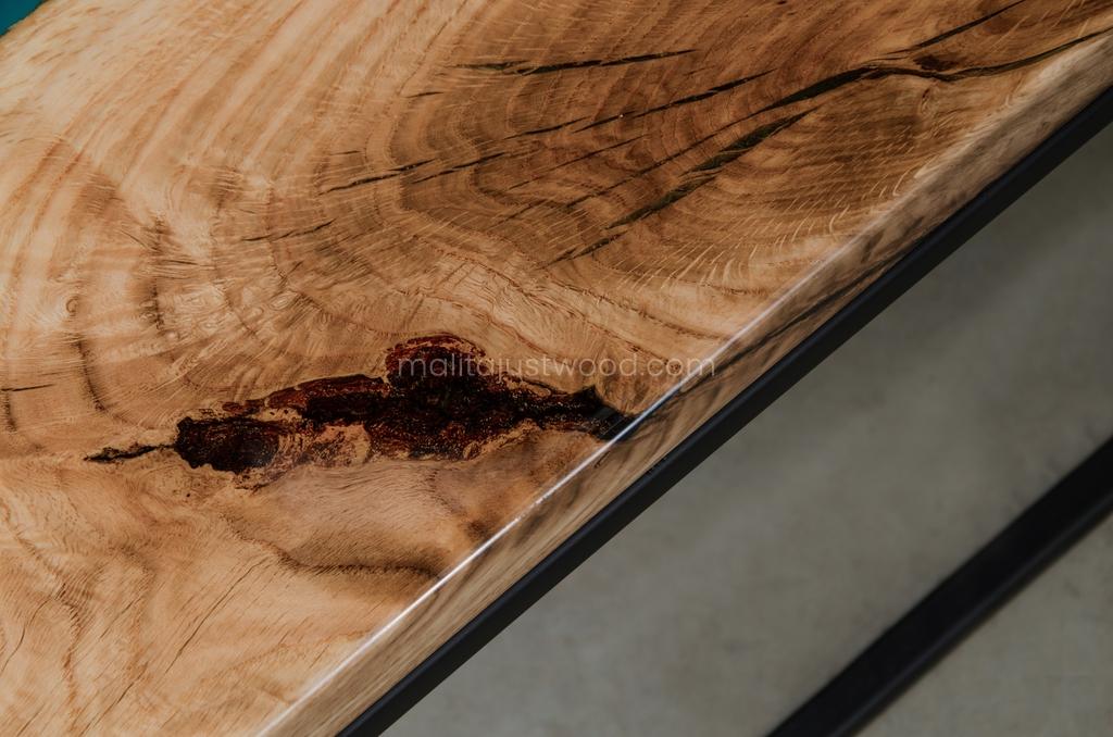 lakierowany dębowy stolik Carus do salonu