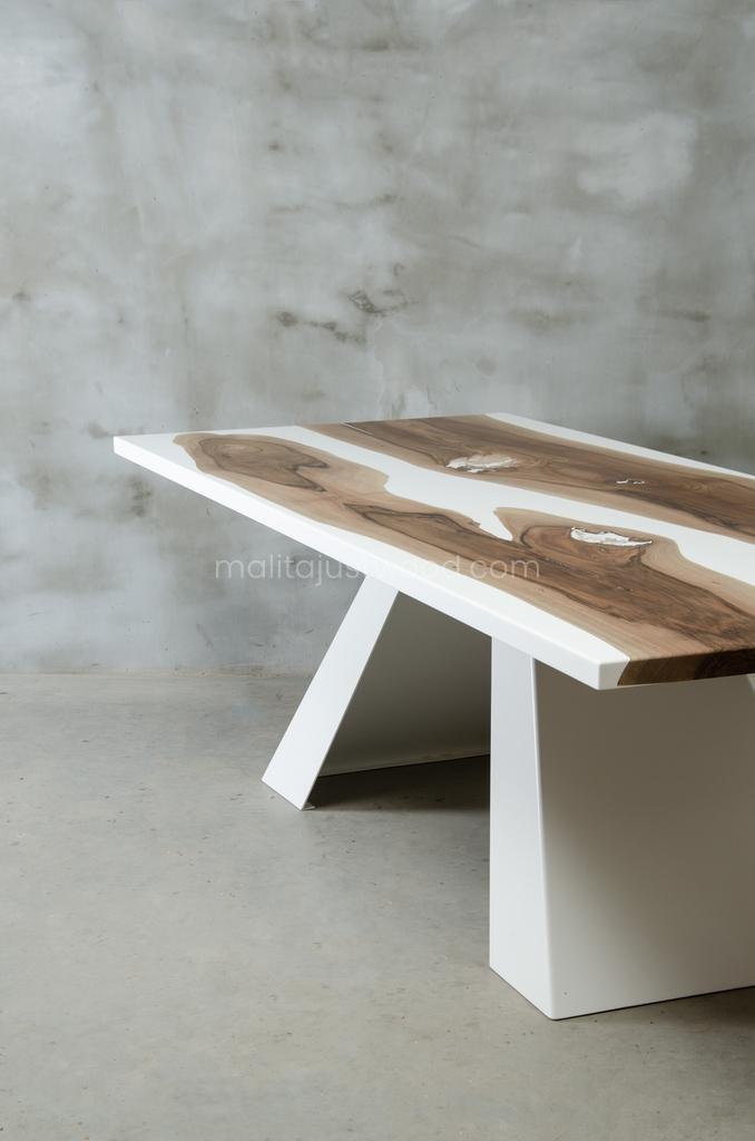 industrialny drewniany stół Concordia ze stalowymi nogami