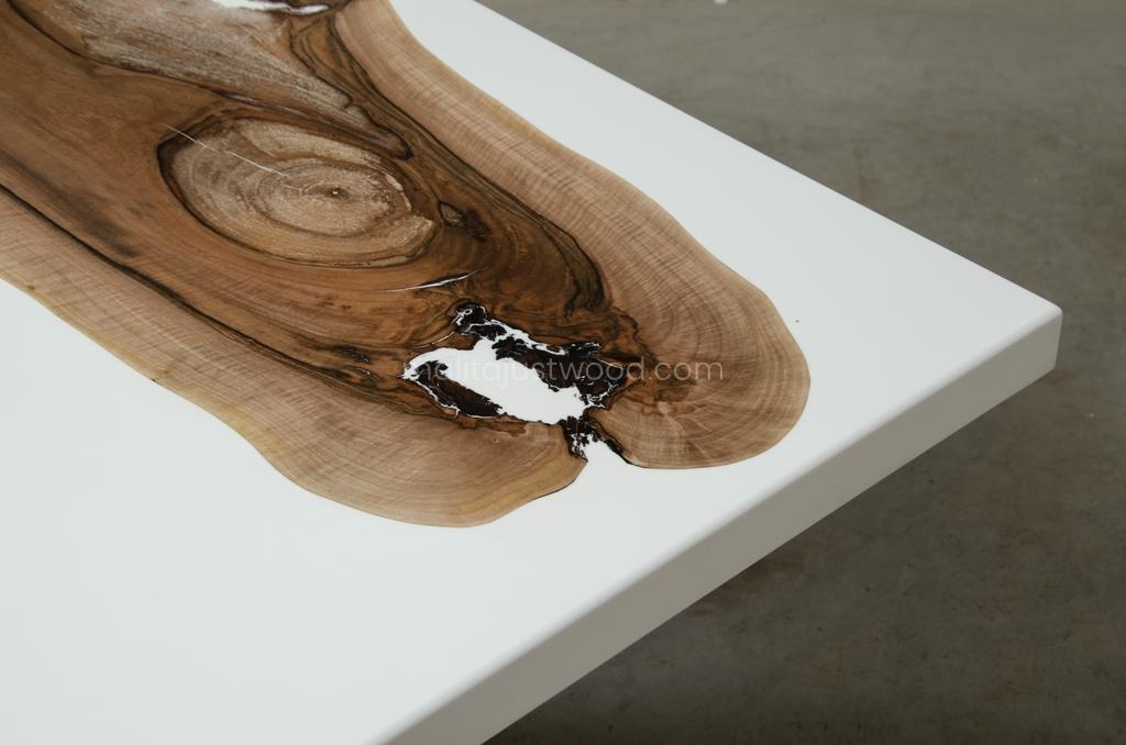 lakierowany drewniany stół Concordia do salonu