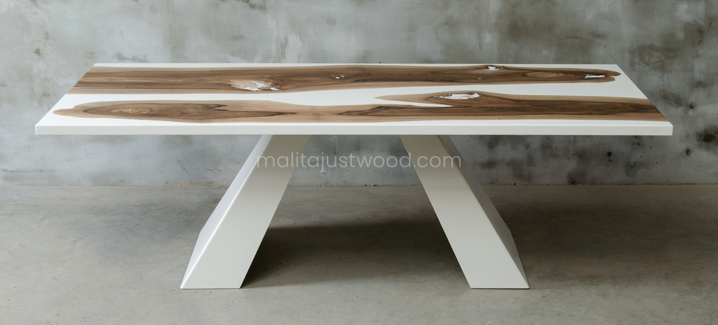 drewniane stoły Concordia z białą żywicą epoksydową