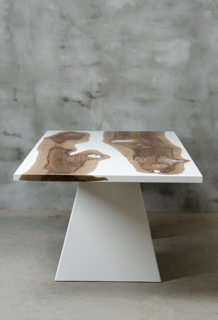 stół jadalniany Concordia z drewna i żywicy epoksydowej
