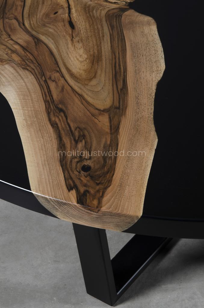 drewniany stolik kawowy Dignus z żywicą epoksydową