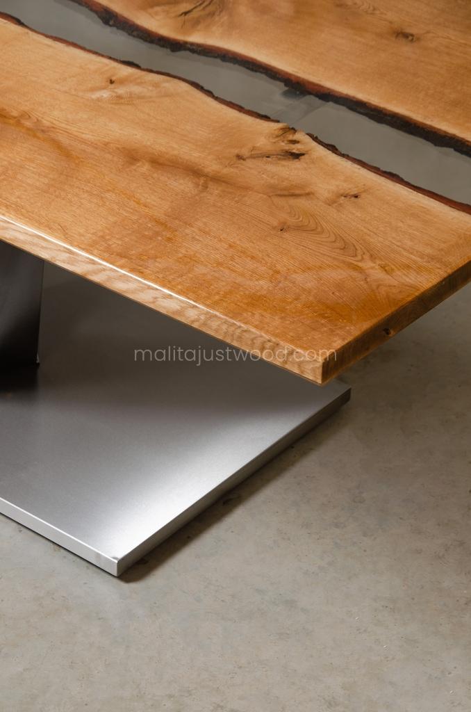 jadalniany stół Dives z litych desek dębowych i żywicy