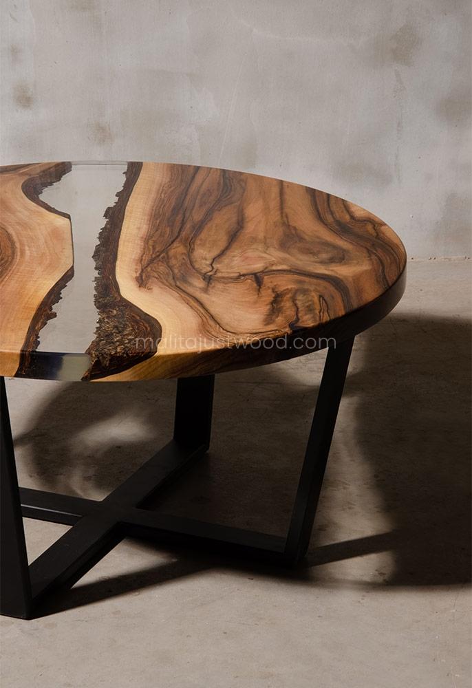 dębowy stolik kawowy Egregius w stylu industrialnym