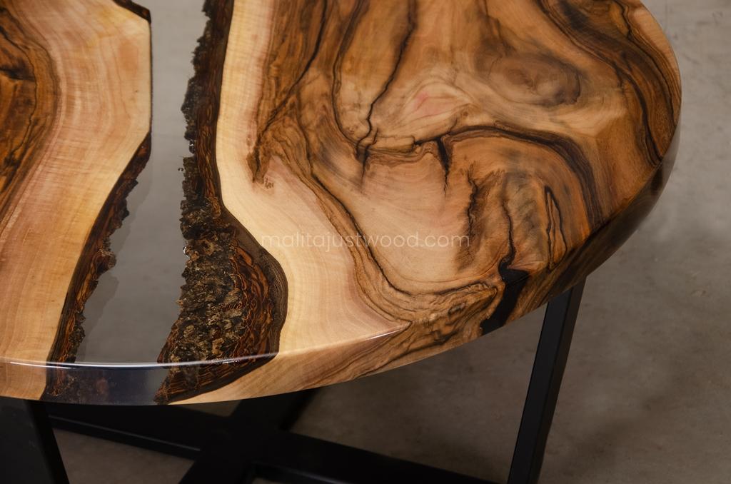orzechowy stolik kawowy Egregius w stylu industrialnym