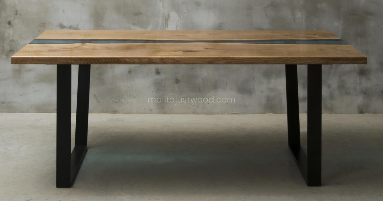 stół Flumine z niebieską żywicą