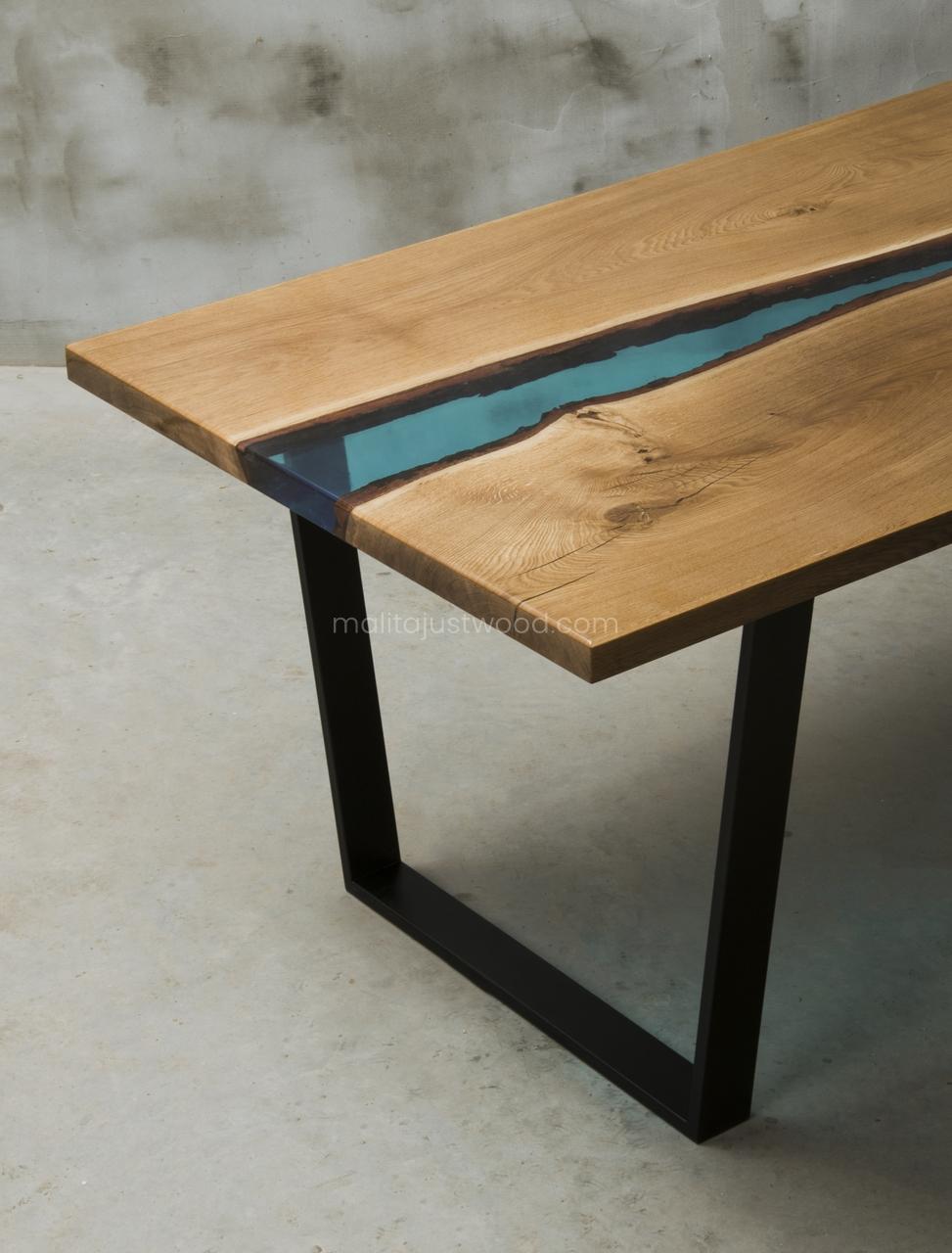 drewniany stół Flumine z żywicą