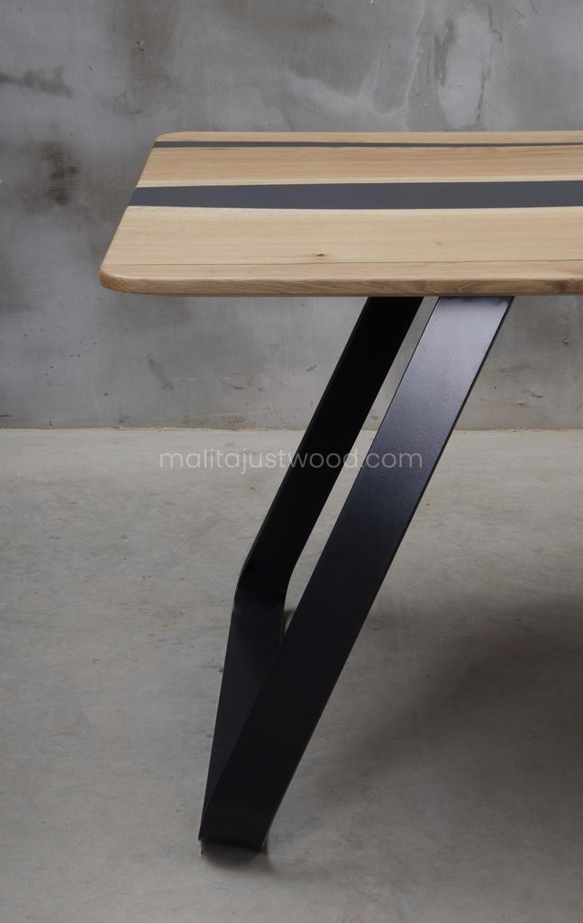 dębowy stół Libenter do jadalni