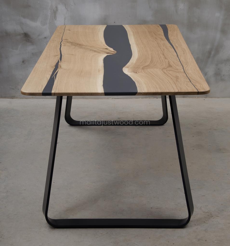 stół Libenter dębowy z żywicą epoksydową