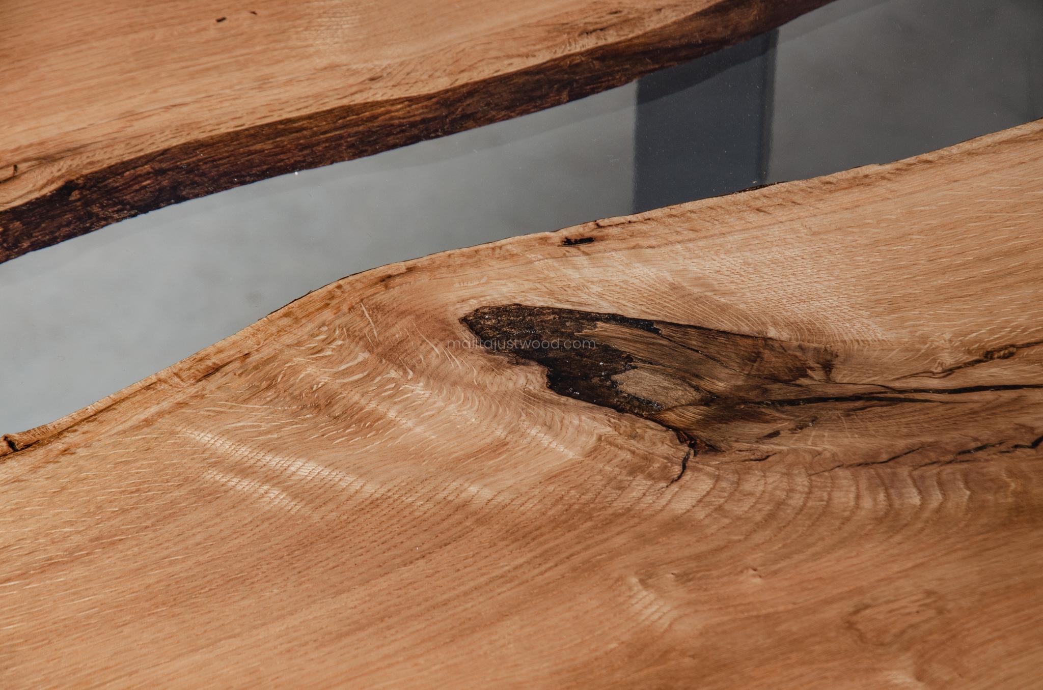 industrialny dębowy stolik kawowy Puella z żywicą
