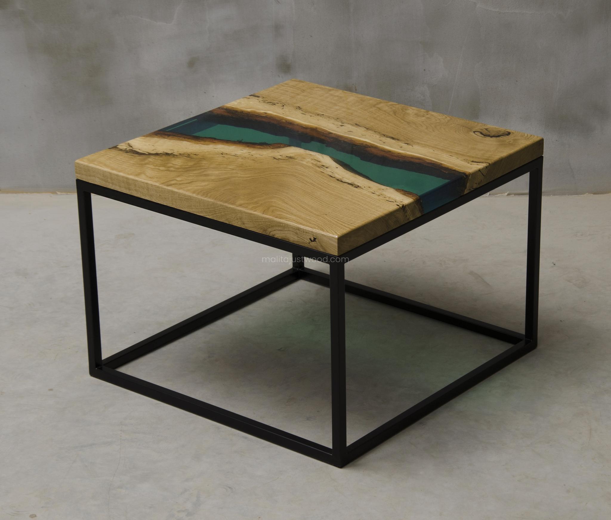 dębowy stolik Ventus z żywicą do salonu