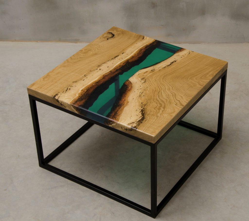 stolik kawowy Ventus z drewna i zielonej żywicy