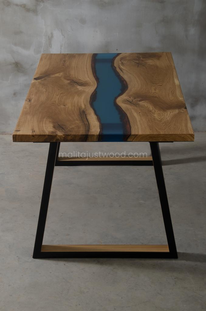 Praktyczny drewniany stół Venezia z rzeką