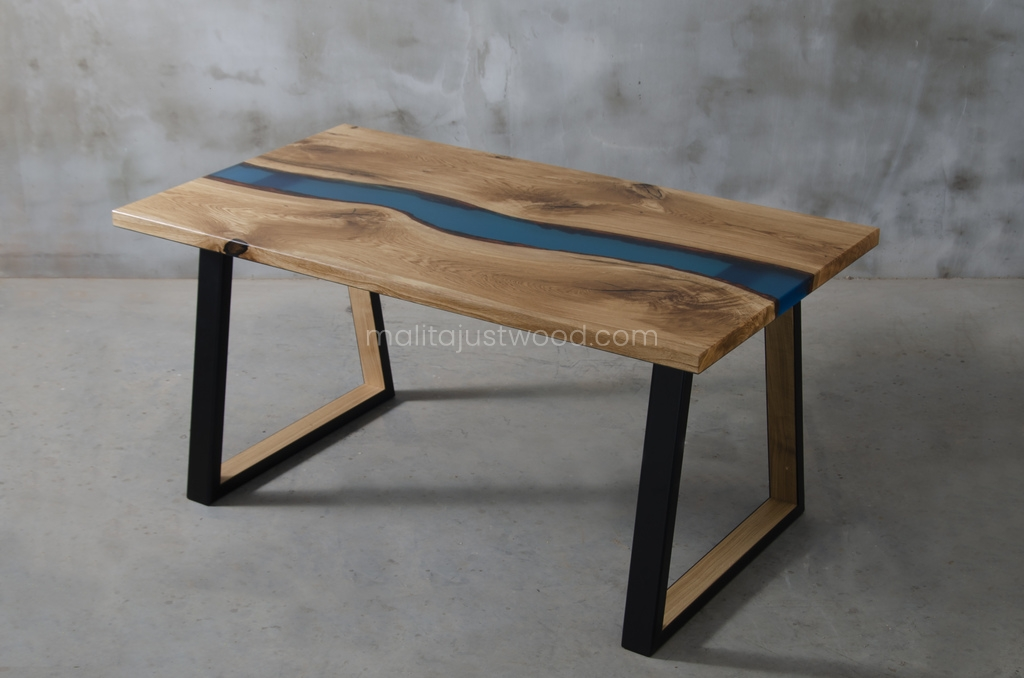 Mały stół Venezia z niebieską żywicą epoksydową