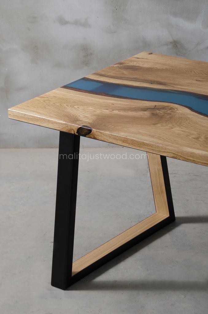 dębowy stół Venezia z niebieską żywicą