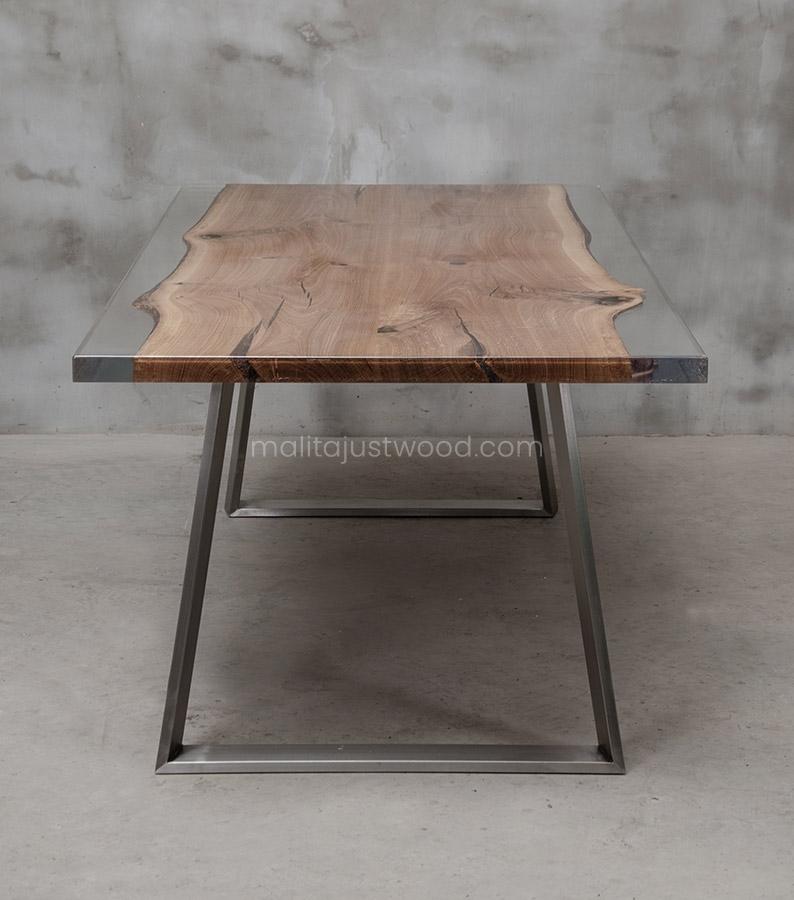 Nowoczesny stół Ingenium z bezbarwną żywicą