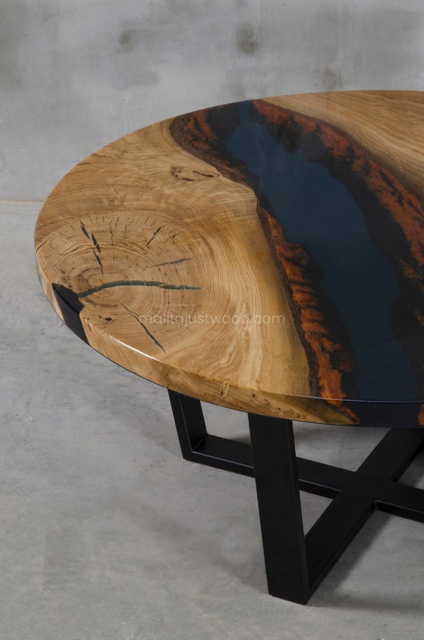 stolik Moon z drewna dębu i żywicy