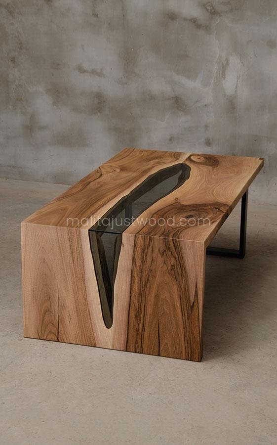 drewniany stolik Cataracta ze wstawkami ze szkła hartowanego