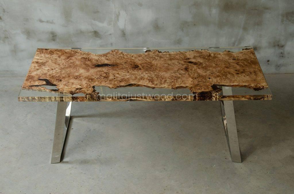 lakierowany drewniany stół Astrum do salonu