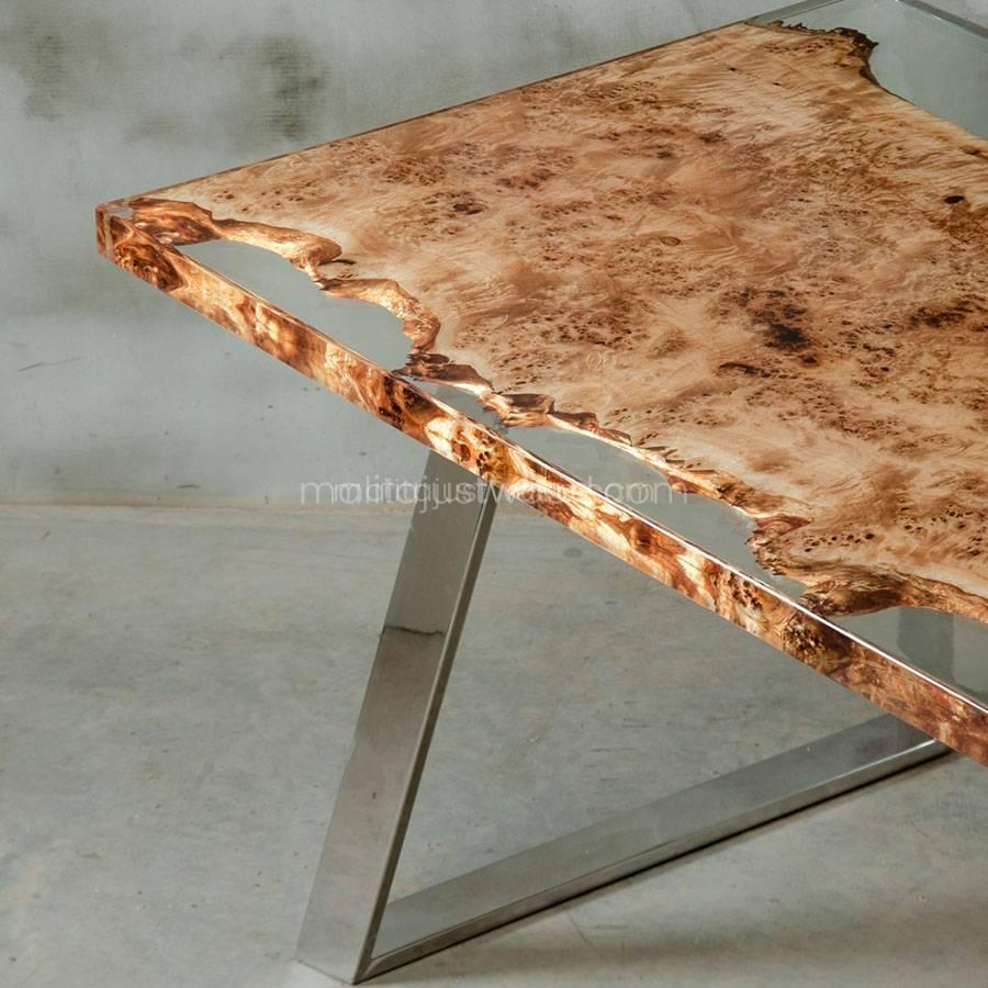 transparentna żywica na drewnianym stole Astrum