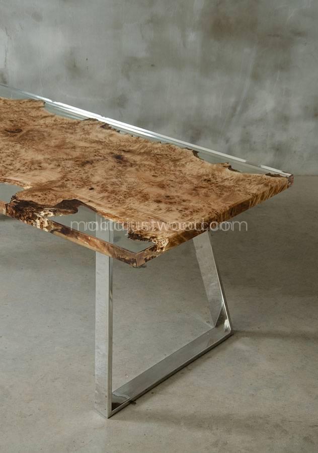 drewniany stół Astrum z żywicą i stalowymi nogami