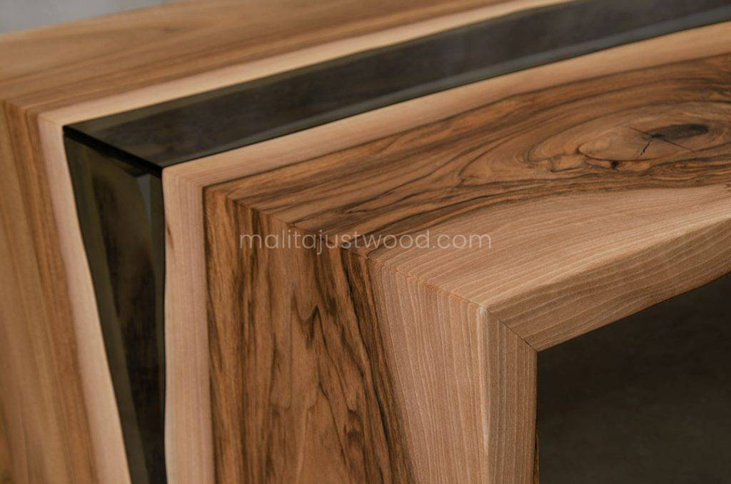 stolik kawowy Cataracta ze szkłem w formie wodospadu idealny do salonu