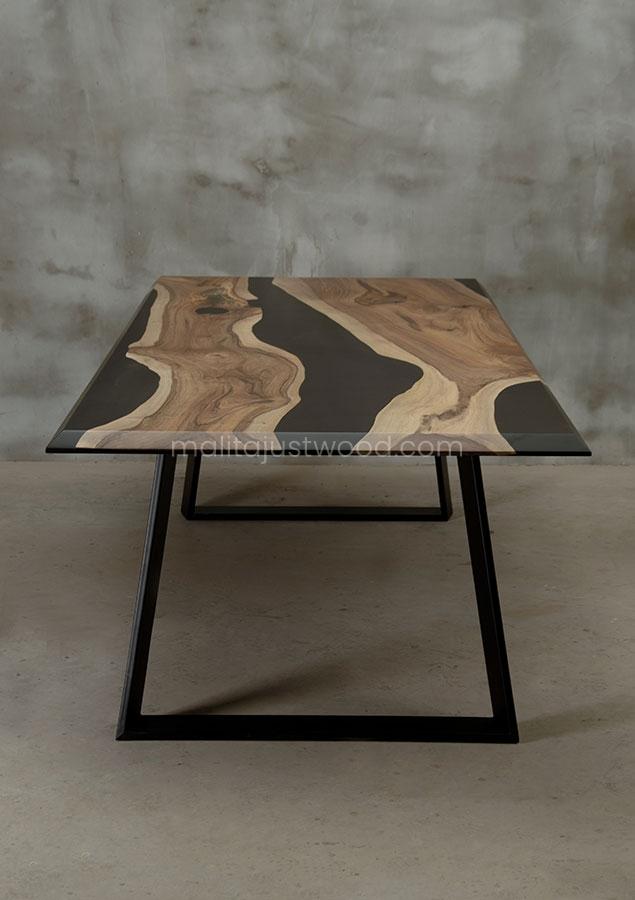 elegancki stół Desidero z barwioną na czarno żywicą
