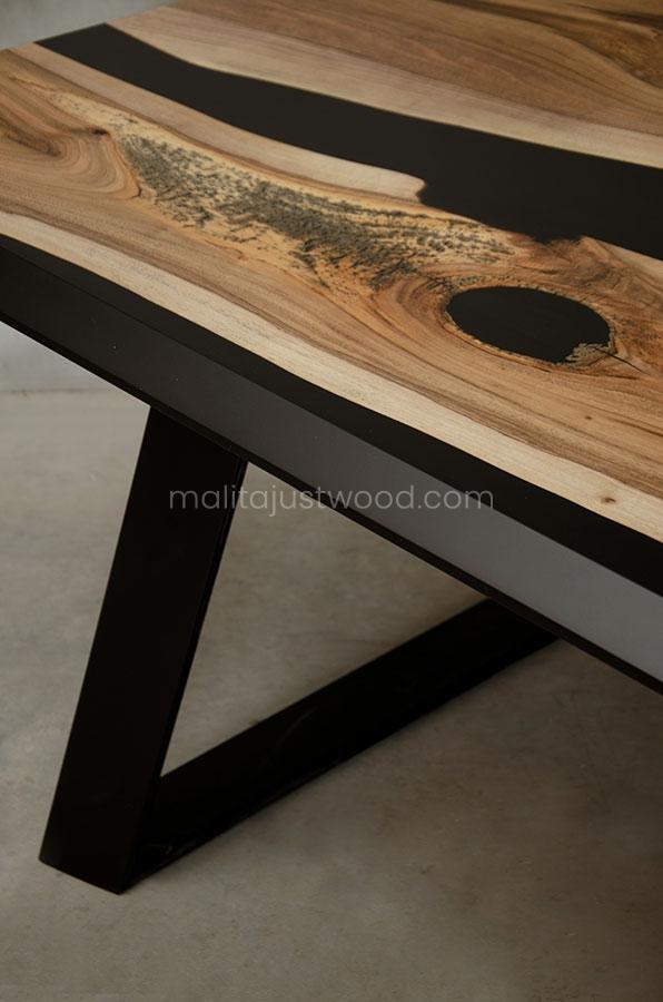 stół Desidero orzech europejski z żywicą epoksydową