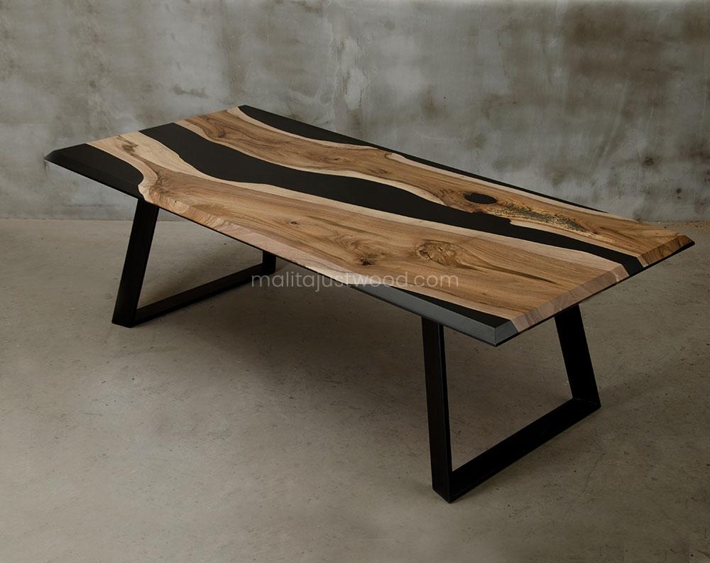 drewniany stół Desidero z żywicą w stylu loftowym