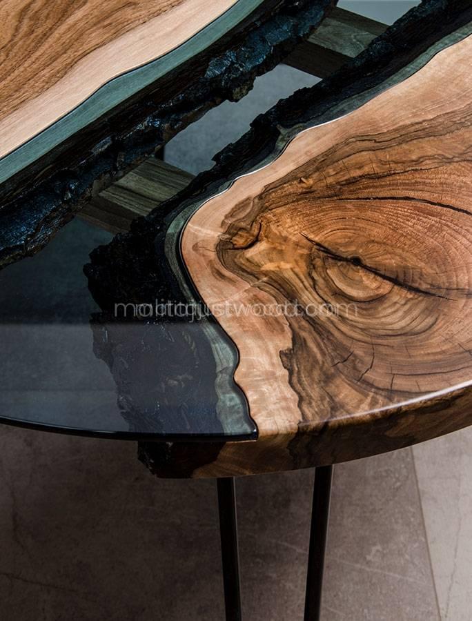 stolik Fluvius z błękitnym szkłem i drewnem orzecha europejskiego