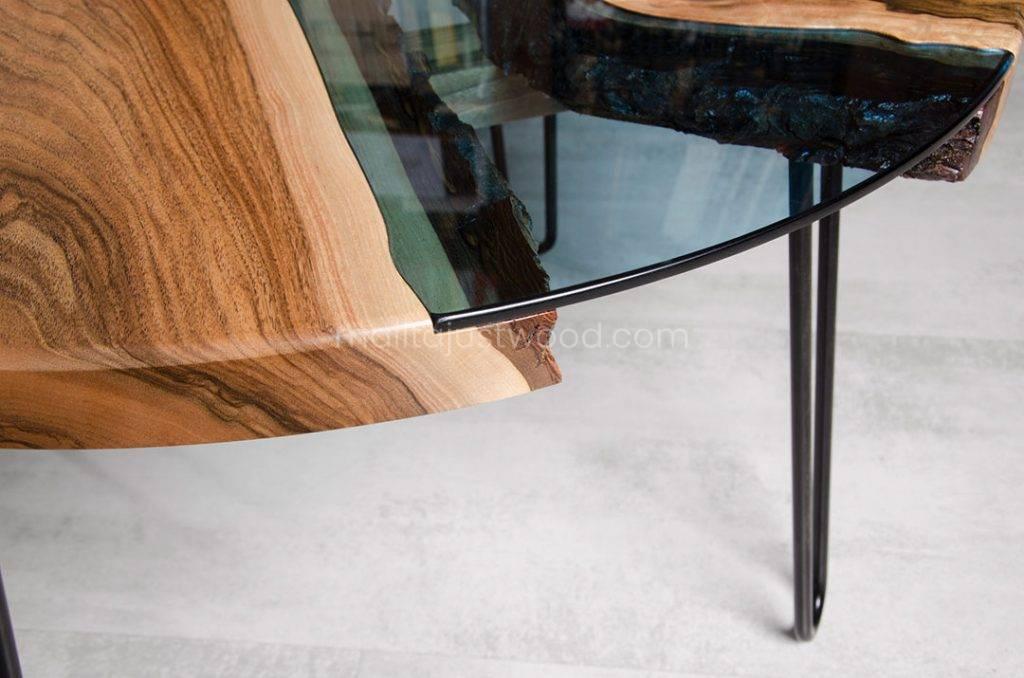 rzeka stolik kawowy Fluvius z drewna orzecha europejskiego