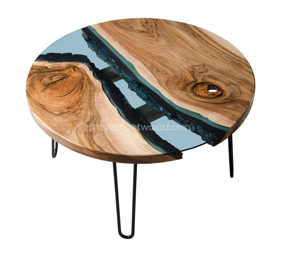 szklany stolik Fluvius ze stalowymi nogami