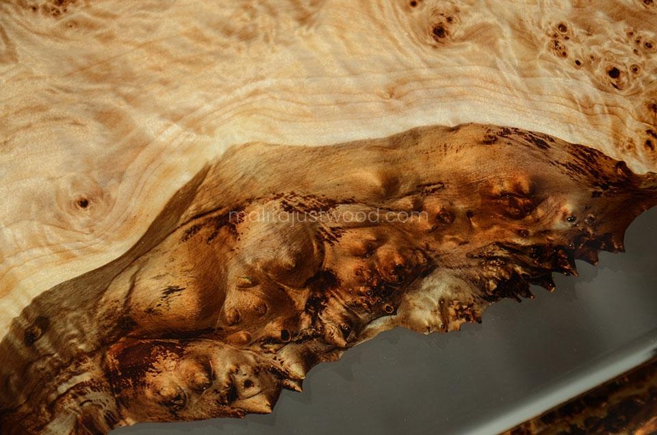 drewniany stół Gloria z bezbarwną żywicą do salonu